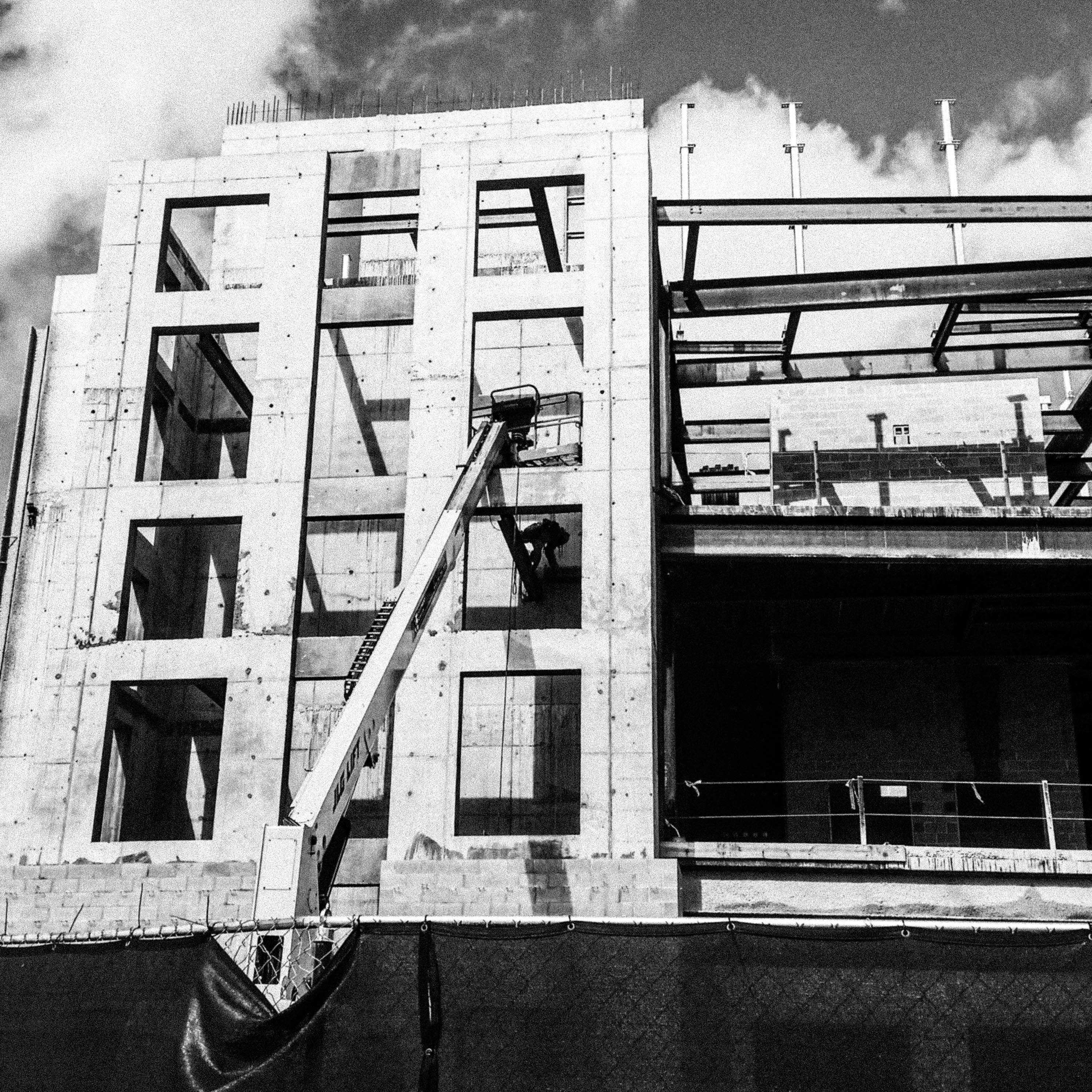 city-building-construction-crane-concrete-office-lines-urban-renovation_t20_7OKVx4-190