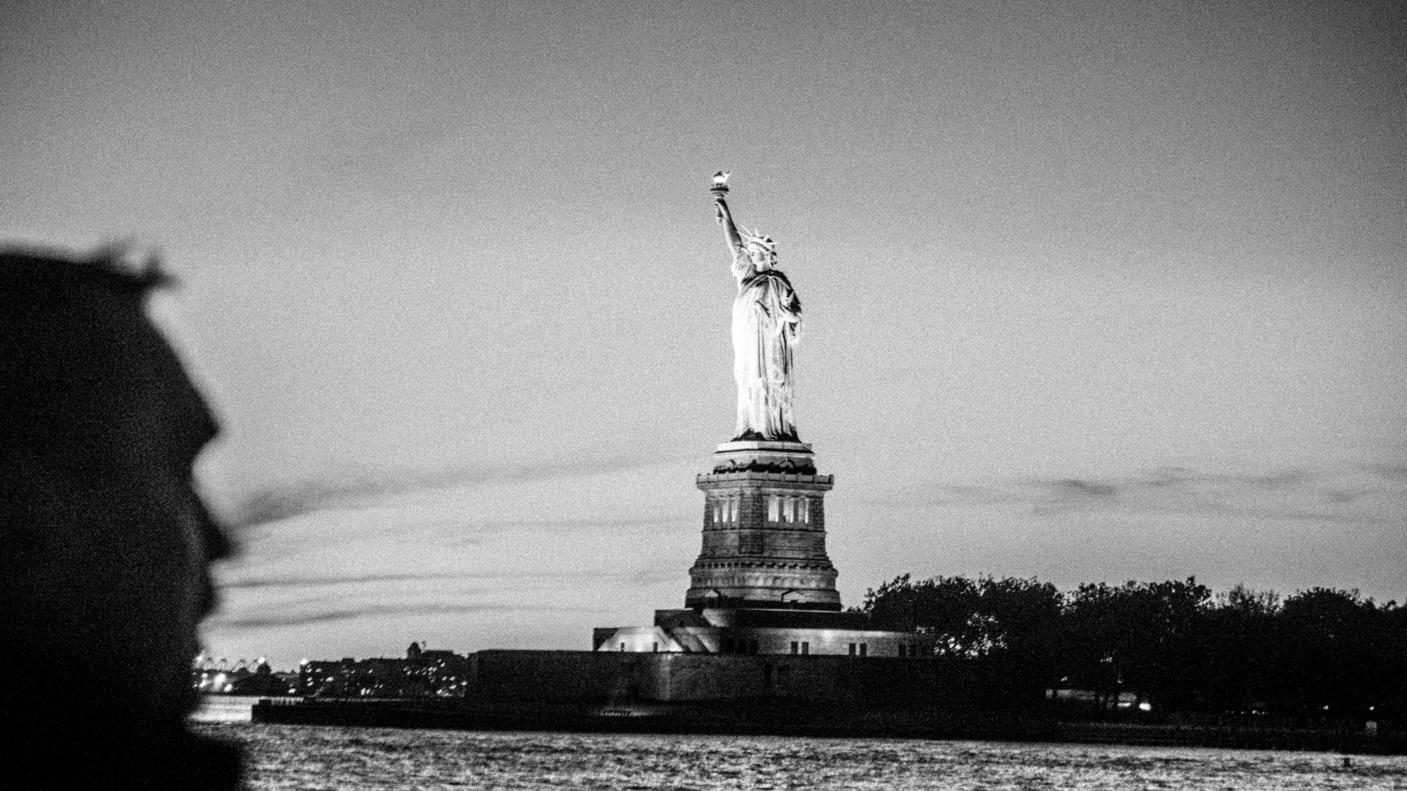 statue-of-liberty-at-sunset_t20_YXPm3x-151