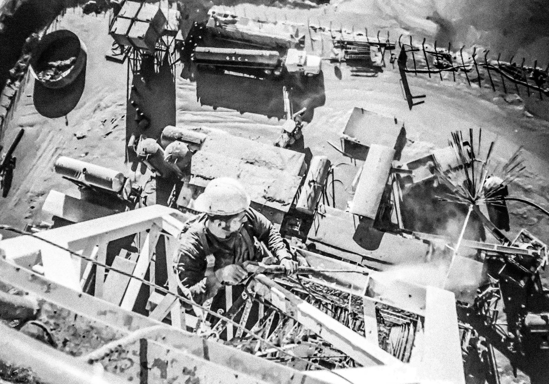 working-at-heights-100-feet-pressure-washing-of-a-drilling-rig-ciudad-pemex-tabasco-mex-2000_t20_pY81rN-890
